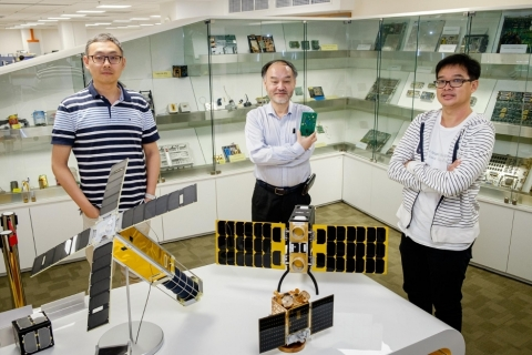 """Debuting the ZES """"smart chip,"""" Dr. Joseph Chang (middle) poses alongside Dr. Shu Wei (left) and Dr. Chong Kwen Siong (right). — Source: Lester Kok/NTU"""