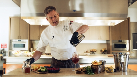 """Miraval Arizona Executive Chef & Director of Culinary Operations Warren Weekes creates a spirits-free """"mocktail."""" (Photo: Business Wire)"""