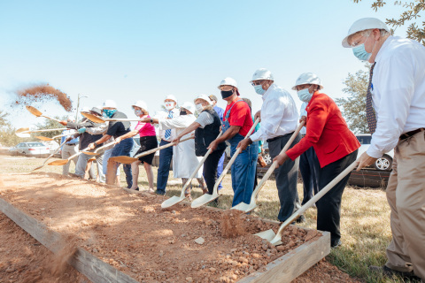 Representatives from the Peoples Bank, Gulf Coast Housing Partnership, South Mississippi Housing and Development Corp. and other local dignitaries celebrate the ground-breaking of North Park Estates. (Photo: Business Wire)