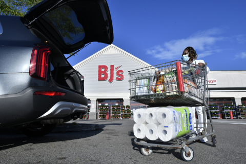 BJ's Wholesale Club announced the expansion of its buy online, pick up in-club service to include fresh and frozen grocery items on Oct. 29, 2020. BJ's members can now order their weekly groceries on BJs.com or with the BJ's app for curbside pickup or pick up in-club at any one of the company's 219 locations. (Photo: Business Wire)