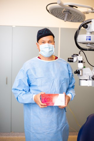 Erik L. Mertens, MD, FEBOphth, Medical Director and Eye Surgeon, Mediopolis, Antwerp Private Clinic, Holds a Packaged EVO Viva™ lens kit. (Photo: Business Wire)