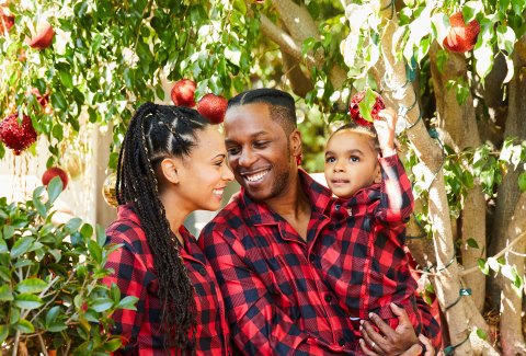 Leslie Odom Jr. and wife Nicolette in Carter's matching family PJs to celebrate Wonderful Weeks of Giveaways, a countdown to the holidays featuring chances to attend a virtual PJ party with the Odoms and more holiday experiences for families. (Photo: Business Wire)
