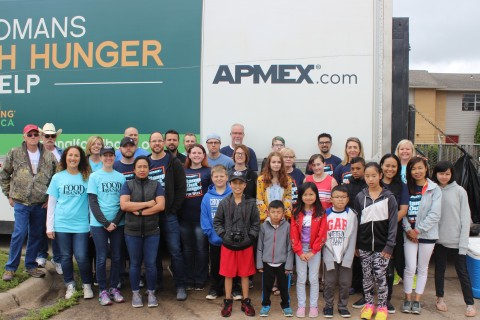 APMEX employees volunteer at the Regional Food Bank of Oklahoma. (Photo: Business Wire)