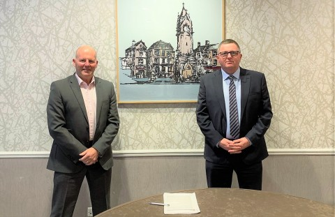 Steve Hunt (L), Stork's Regional Director for the UK finalizes the agreement with Dave Tomlinson (R), Sellafield's Head of Inspection Services, Inspection and Certification Group. (Photo: Business Wire)