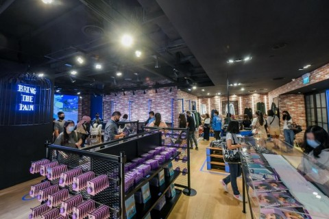 BTS POP-UP Showcase in Singapore. New items will be released every week at the Singapore showcase. Big Hit IP, which opened an offline pop-up store in Korea, Japan, and Mexico last year, expanded its scope globally this year. (Photo: Business Wire)