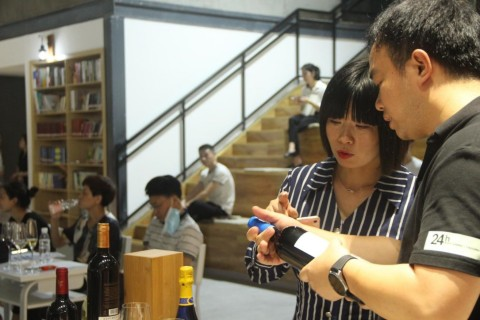Head of CENPC's pavilion for France and the Netherlands Xu Dandan at work (Photo: Business Wire)
