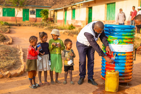 Local children receive potable water from the 'Safe Water Cube' fountains installed in schools in Madagascar (Photo: AETOSWire)