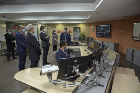 """Christophe Maquet, Director of Veolia's Africa & Middle East Zone visiting Redal's smart monitoring center """"Hubgrade"""" (Photo: AETOSWire)"""