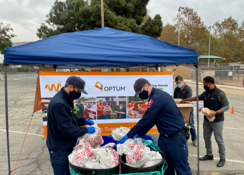 Volunteers from Optum, Wider Circle and the Burbank Fire Department help sort and hand out food to residents in the Burbank area as part of food donation event to provide healthy food to people in need during the holidays. Wider Circle and Optum are partnering to deliver 25,000 healthy meals to families in need during the holiday season. (Photo: Business Wire)