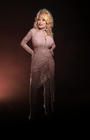 Dolly Parton and Edge Beauty to create beautiful notes with new fragrance partnership. (Photo: Stacie Huckeba Courtesy of Butterfly Records, LLC)