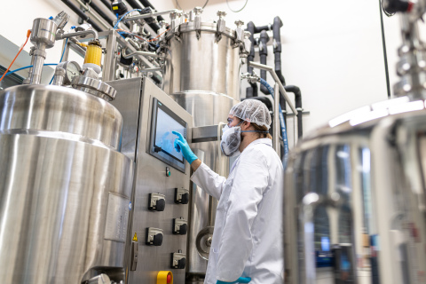 An employee of c-LEcta operates a system for the production of enzymes. Through the strategic approach of a product company c-LEcta positions itself for future growth. Photo: c-LEcta / Eric-Kemnitz.com (Photo: Business Wire)