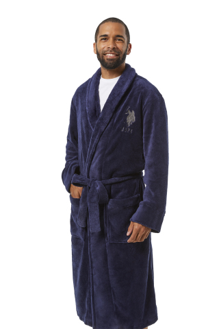 Members can give the gift of comfort or treat themselves with stylish and cozy options this holiday like the USPA Men's Fleece Robe. Availability and styles vary by club and on BJs.com. (Photo: Business Wire)