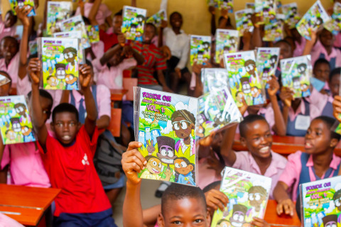 Nigerian students with GO Comic Book (Photo: Business Wire)