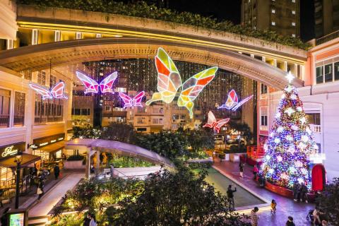 灣仔「利東街」的光影蝴蝶藝術裝置 (照片:美國商業資訊)