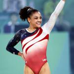 VERSION CORREGIDA Always(R) y Walmart se asocian con Laurie Hernández, gimnasta artística ganadora de una medalla de oro olímpica, para apoyar a las chicas en los deportes, porque los deportes ayudan a formar a la persona