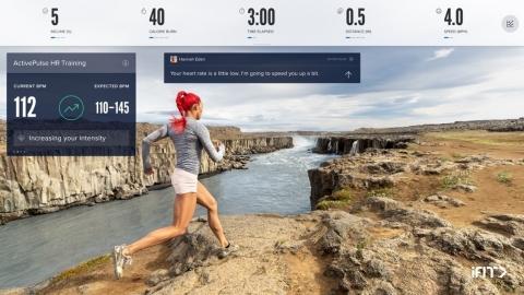 iFit ActivePulseのインターフェースが、ユーザーに現在の心拍数、心拍数ゾーン、トレッドミルの速度と傾斜の自動調節を通知して、最適な心拍数ゾーンを維持。(写真:ビジネスワイヤ)
