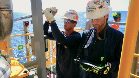 Craft workers using the Smart Torque System on an offshore platform. (Photo: Business Wire)