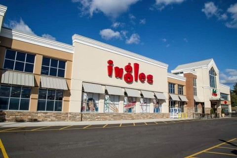 Ingles Market, a leading grocer with operations in six southeastern states, is modernizing its network operations with Aruba technology. Photo: Ingles Market