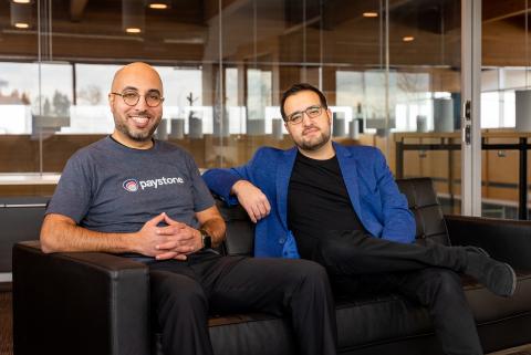 Tarique Al-Ansari, PDG des co-fondateurs de Paystone (à gauche) et Abdullah Saab, directeur financier (à droite) au siège social de Paystone