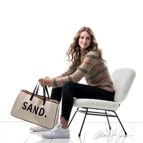 Isabella DiGiovanni and friend Connor Nannen, started a gift firm, Sand Custom Designs, selling imported canvas tote bags. A portion of the sales will be sent to India, where they benefit a local school supporting and educating women. (Photo: Business Wire)