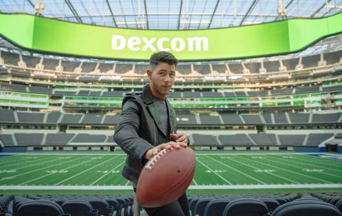 デックスコムとニック・ジョナス氏が史上初のスーパーボウル・コマーシャルを発表、糖尿病患者のケア向上を呼びかけ。写真提供:デックスコム(写真:ビジネスワイヤ)