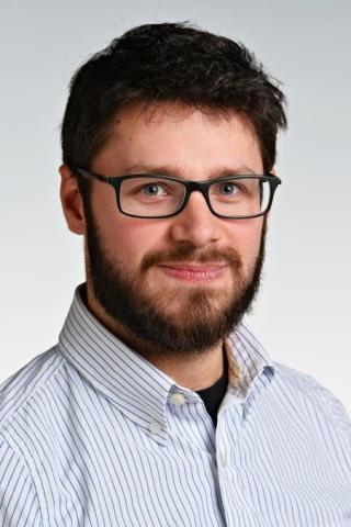 Dr. Sebastian Diegeler, PhD, ein Strahlenbiologe und Immunologe aus Deutschland, der erste Empfänger des neuen International Postdoctoral Scholars in Cancer Research Fellowship am UT Southwestern Medical Center in Dallas, Texas. (Photo: Mary Kay Inc.)