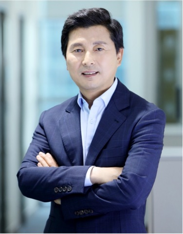 Dr. Il-ung (IU) Kim, President of SK Telecom (HK Office) (NYSE: SKM) and Advisory Board member in mce Systems Ltd. (Photo: mce)
