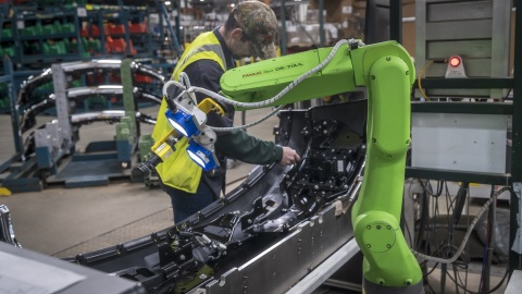 FANUC and Rockwell Automation apprenticeships will provide more people with fulfilling careers and help companies to bridge the demand for skilled workers. (Photo: Business Wire)