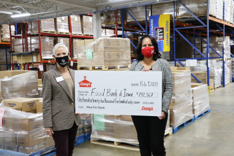 Millions of meals are making their way into communities across Iowa and the other 15 states that Casey's calls home. Pictured: Michelle Book, CEO of Food Bank of Iowa, and Ena Williams, Chief Operating Officer of Casey's. (Photo: Business Wire)