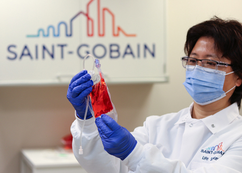 """圣戈班生命科学实验室测试VueLife® """"HP""""系列袋细胞培养。(照片:美国商业资讯)"""