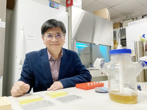 A research team led by Professor Wu Suh-Chin of the Department of Medical Science has developed a mucosal vaccine providing protection against all strains of influenza, and is currently planning to develop a mucosal COVID-19 vaccine. (Photo: National Tsing Hua University)