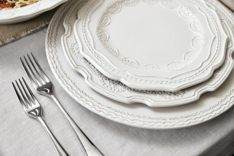 Details on the Dinnerware of the New Trisha Yearwood Tabletop Collection with Williams Sonoma (Photo: Business Wire)