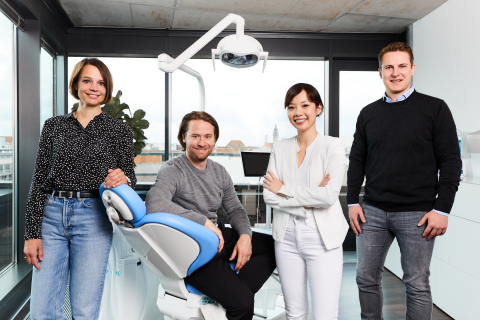 Das PlusDental Management Team (v.l.): Eva-Maria Meijnen (Co-CEO), Lukas Brosseder (Co-CEO), Dr. med. dent. Lan Huong Timm (Chief Medical Officer) und Dr. Peter Baumgart (Co-CEO). (Foto: Business Wire)