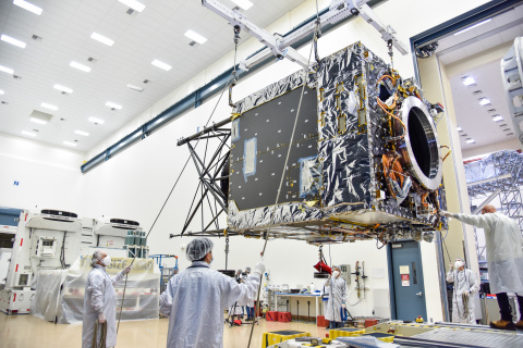 Maxar engineers prepare the Psyche spacecraft bus for transport to NASA's Jet Propulsion Lab. (Photo: Business Wire)