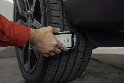 Zebra Technologies and Discount Tire Unveil First Tire Inspection Mobile Computing Solution (Photo: Business Wire)