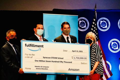 Amazon check presentation to local leaders; from left to right: Syracuse City Schools Superintendent Jaime Alicea, Onondaga County Executive Ryan McMahon, Syracuse Mayor Ben Walsh, Syracuse Common Councilor At-Large Rita Paniagua (Photo: Business Wire)