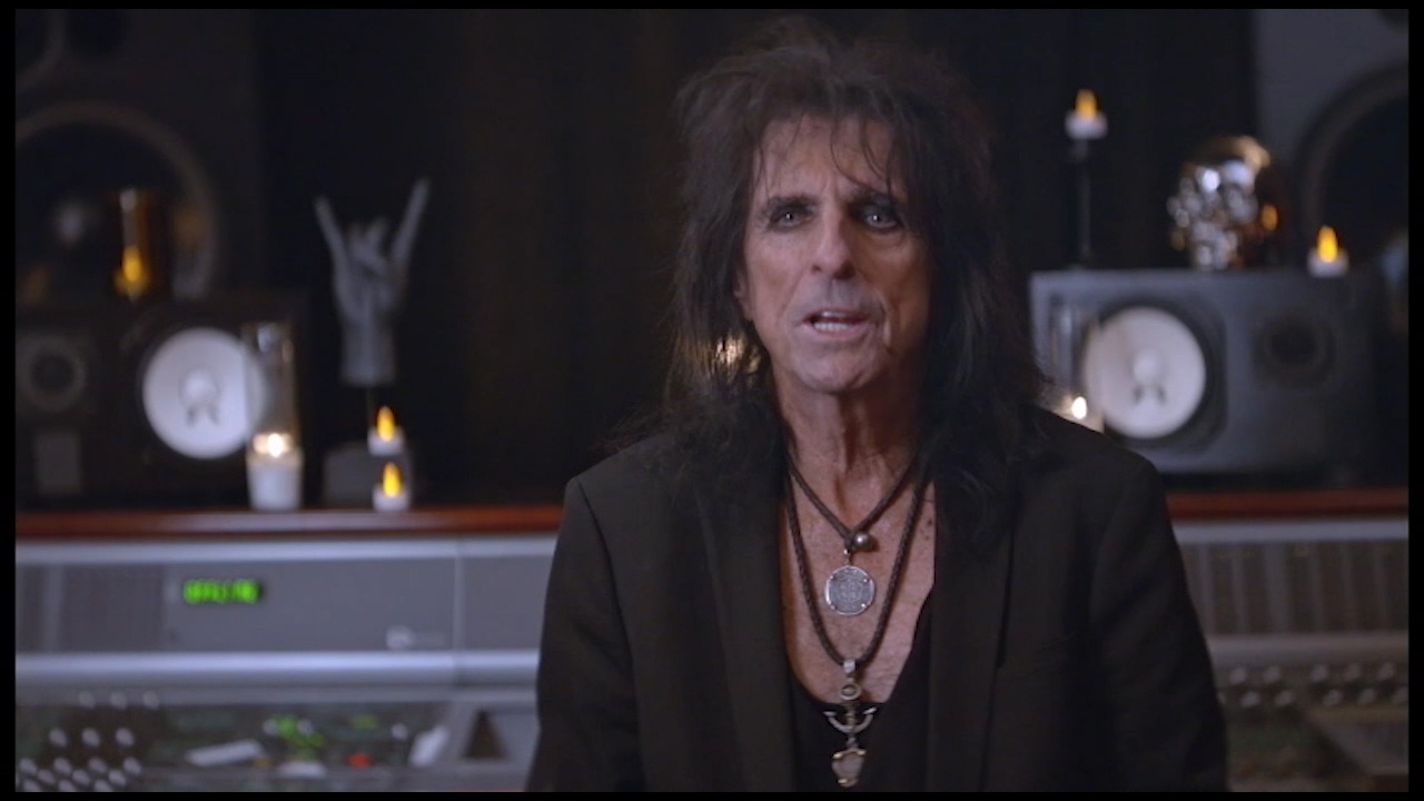 Rock legend Alice Cooper talks about how he has teamed up with Cooper Tire to launch the Driven to Perform nationwide garage band contest. Visit www.DriventoPerformConcert.com for details.