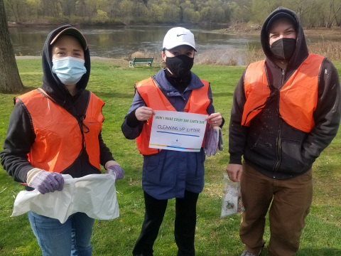Pennsylvania American Water employee, Crystal Smith, and her family picking up litter in the Delaware Water Gap Recreational Area in the Poconos. (Photo: Business Wire)