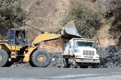 Truck being loaded at Bolivar Rom Pad headed to Concentrate Plant (Photo: Business Wire)