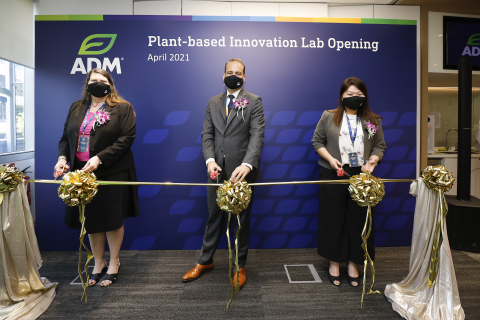 (LtoR) Lori Murphy, Vice President, Creation, Design & Development Asia Pacific; Dirk Oyen, Vice President and General Manager South East Asia and Nicole Yo, Director, Creation, Design & Development South East Asia, Head of Flavor Creation Asia Pacific and Principal Flavorist; officiated the opening of ADM's Plant-based Innovation Lab in Singapore. (Photo: Business Wire)