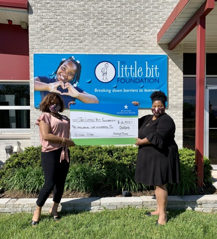 Samantha Williams with Missouri American Water presents $2,500 check to Lydia Huston of The Little Bit Foundation for the Feeding Hope program. (Photo: Business Wire)