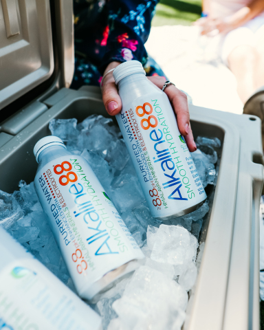 Alkaline88's fully-recyclable white aluminum bottle. (Photo: Business Wire)