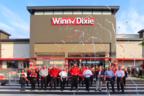 Southeastern Grocers continues latest Florida expansion with unveiling of new Viera, Florida store. (Photo: Business Wire)