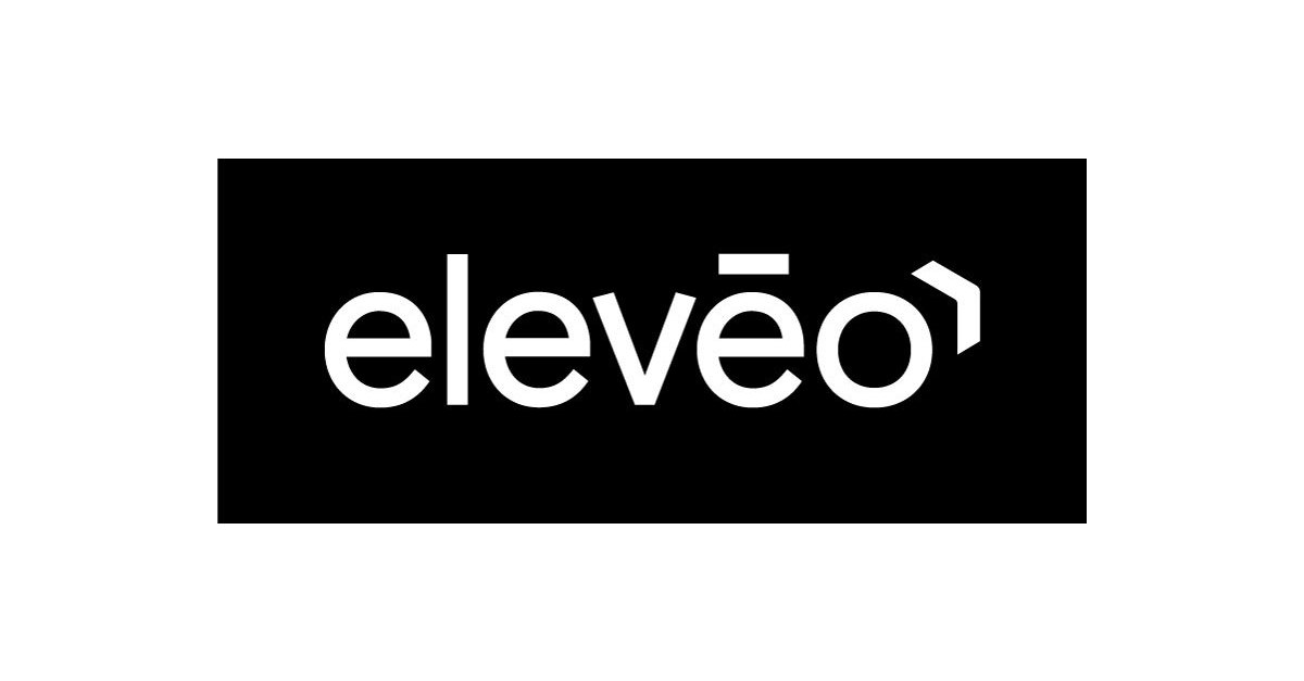 eleveo full logo white on black 02.