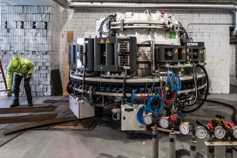 Custom-made electron beam accelerator being placed inside NorthStar's new Accelerator Production facility in Beloit, Wisconsin (Photo: Business Wire)