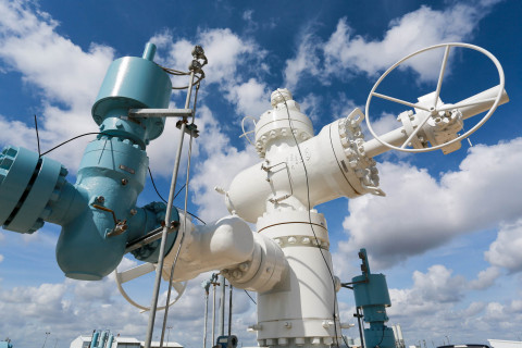 Mitsubishi Power Americas and Texas Brine Company are collaborating to develop large-scale long-duration hydrogen storage solutions to support decarbonization efforts across the eastern United States. Long-duration hydrogen storage is a key enabling technology for the transition to a net zero carbon energy future. Shown: Texas Brine gas storage cavern wellhead. (Credit: Texas Brine Company)
