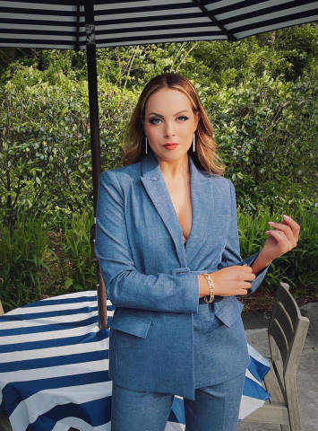 Elizabeth Gillies for the #ExpressReentry Campaign (Photo: Business Wire)
