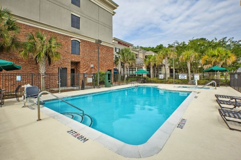 The outdoor pool is shaded by palm trees. (Photo: Business Wire)