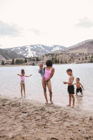 A Vacasa family vacation in Colorado. Photo credit: Fatima Dedrickson (@stylefitfatty).