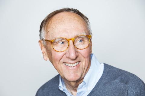 Esri創業者のジャック・デンジャモンド社長が、国際地理学連合から地球人道メダルを授与される(写真:ビジネスワイヤ)